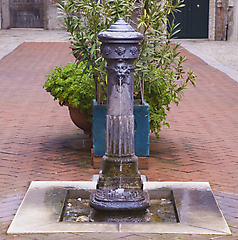 figure26_fountain_color.jpg